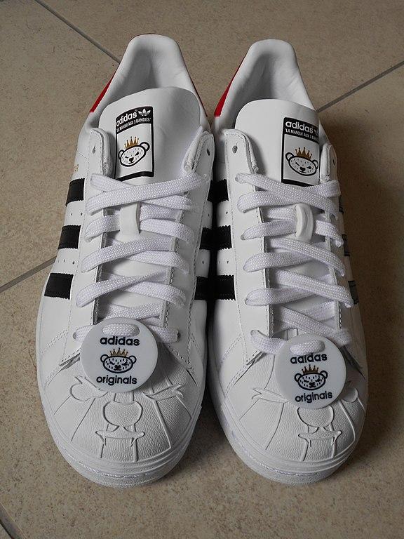 Penélope En expansión niña  La basket Adidas Superstar : une légende dans le monde des Sneakers -  Monsieur Marcel - le Mag Mode & Déco